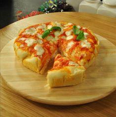 Mozzarella, Calzone, Prosciutto, Bruschetta, I Love Food, Finger Foods, Baked Potato, Buffet, Bread