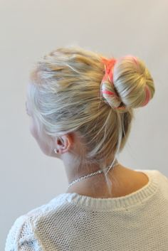 Hair bun with a twist! How to do instructions is seen on our finnish blog http://glitter.fi/2013/09/03/valkkinuttura-with-a-twist/ #hairbun #hairdo #hairproducts #hairstripes #hairstrands #pink #fakehair