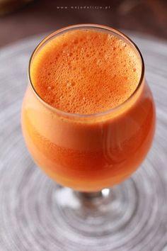 Koktajl z marchewki i pomarańczy na katar, grypę, przeziębienie  Prosty, pyszny i zdrowy koktajl. 3 marchewki + 3 pomarańcze = koktajl na katar i przeziębienie. Koktajl ma działanie obkurczające śluzówki nosa, więc polecany przy katarze :)  Reduce Nasal Congestion Smoothie Drinks, Healthy Smoothies, Healthy Drinks, Smoothie Recipes, Raw Food Recipes, Healthy Recipes, Food Therapy, Polish Recipes, Slow Food