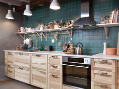 Bilde av TORHAMN kjøkken. Lys under hylleplatene