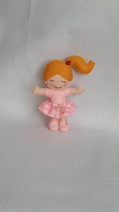 Guarda questo articolo nel mio negozio Etsy https://www.etsy.com/it/listing/511897495/bambolina-rosa-in-pannolenci-bomboniera