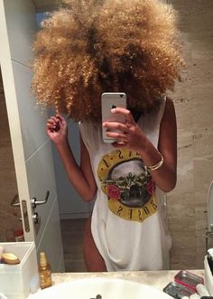 Many African-American women are looking for the best natural short hair styles. Check out the 60 most popular Afro hairstyles for natural hair. Pelo Natural, Natural Hair Tips, Natural Hair Journey, Natural Curls, Natural Hair Styles, Au Natural, Natural Beauty, Big Hair Dont Care, Hair Care
