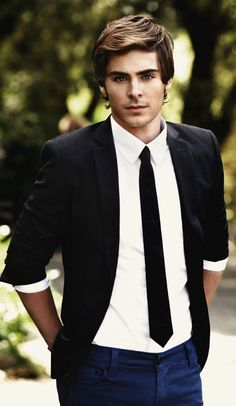 dude. THE HOTTEST man i think i've ever seen. The Lucky One