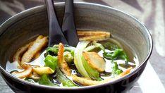 Polévka s pak choi a smaženým vaječným svítkem , Foto: profimedia. Pak Choi, Cooking, Ethnic Recipes, Soups, Food, Kitchen, Essen, Soup, Meals