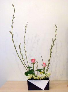 Freestyle Ikebana Flower Arrangement, Flower Arrangements, Bouquet, Ancient Art, Japanese Art, Natural Materials, Bonsai, Flower Designs, Metals