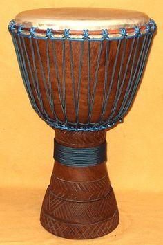El dyembe o también conocido como djembe, yembe, yimbe, sanbanyi o simplemente tam tam es un instrumento de percusión.  La respuesta a tantos nombres para el mismo instrumento se debe a la variedad lingüística (lenguas mandé) y su adaptación fonética a lenguas foráneas, así, para un francés será djembé y para un inglés jembe o jenbe.