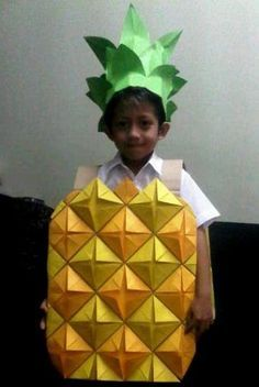 fun DIY pineapple costume idea for kids.A fun DIY pineapple costume idea for kids. Diy Fruit Costume, Pineapple Costume Diy, Pineapple Halloween, Fruit Costumes, Carnival Costumes, Diy Costumes, Costume Ideas, Food Costumes For Kids, Diy Halloween Costumes For Kids
