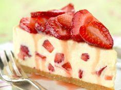 Strawberry Cheesecake from Kraft foods 5 Star rating Strawberry Cheesecake Dessert Recipe, Cheesecake Pudding, Cheesecake Desserts, Strawberry Desserts, Just Desserts, Delicious Desserts, Dessert Recipes, Jelly Cheesecake, Strawberry Jelly