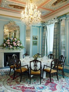 Situated on Hyde Park Corner in London, just moments from Buckingham Palace, the Lanesborough Hotel is one of the Oetker Collection of Masterpiece Hotels. Elegant Dining Room, Elegant Home Decor, Elegant Homes, Victorian Interiors, Victorian Homes, Victorian Design, Victorian Decor, House Interiors, Mirror Over Fireplace