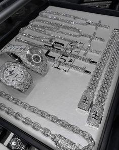 Stylish Jewelry, Cute Jewelry, Luxury Jewelry, Jewelry Accessories, Fashion Jewelry, Women Jewelry, Jóias Body Chains, Accesorios Casual, Expensive Jewelry