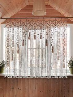 Macrame Curtain/Kitchen Valance/Woven Curtain on bamboo rings/ Large wallhanging/ Macrame Window Curtain/ Ready to ship/ Macrame tassels ******* Makramee-Fenstervorhang an. Macrame Design, Macrame Art, Macrame Projects, Macrame Rings, Macrame Mirror, Macrame Knots, Unique Curtains, Diy Curtains, Fringe Curtains