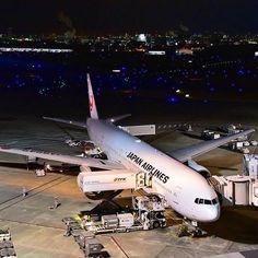 Instagram【fukky99】さんの写真をピンしています。 《着いたら3分しか時間無くてこんなんしか撮れず😂💦 政府専用機もいたけど撮れず😭😭😭 来たぜ❗今年最初のだーはね❗✨ 一瞬やけど😭😭😭💦💦💦 ・ ・ #羽田空港 #東京国際空港 #HND #だーはね #飛行機倶楽部 #飛行機 #夜景 #B777 #待飛 #plane_photos #ig_airplane_club #planelovers #wu_japan #instaplane #loves_nippon #japan_daytime_view #ptk_japan #megaplane #icu_japan #team_jp_skyart #team_jp #japan_night_view #キタムラ写真投稿 #D750》