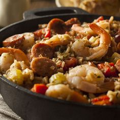 Jambalaya - Caribbean - Bring the stock to the boil, add the rice and cook for 20 minutes over a medium flame. In the meantime, finely chop garlic and onion and cut the chili pepper lengthways, removing the seeds. Clean and wash the celery . Healthy Meals For Two, Healthy Crockpot Recipes, Healthy Snacks, Easy Meals, Pork Recipes, Healthy Eating, Slow Cooker Jambalaya, Jambalaya Recipe, How To Cook Boudin
