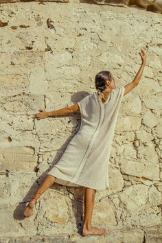 AGORA Hand woven KAFTAN in Golden crochet · Pure linen and Viscose - Mèrit Orlando · Handcrafted in Ibiza Author Slowfashion
