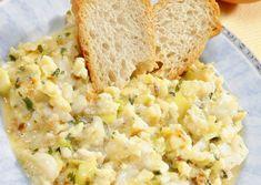 Huevos revueltos con calabacín y merluza