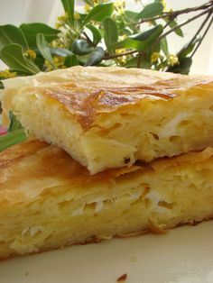 Peynirli tava böreği çok kolay ve lezzetli bir tarif ..Misafirinize çay demlenene kadar pişirerek servis yapabilirsiniz. Kahvaltıda hatta sahurda yapılabilecek enfes bir börek tava böreği. Peynirli tava böreği nasıl yapılır Malzemeler: 3 adet yufka 2 adet yumurta 1türk kahve fincanı yağ 1 türk kahve fincanı süt İçi için 100 gr peynir Yapılışı: Teflon tavayı hafifçe … Brunch Recipes, My Recipes, Breakfast Recipes, Dessert Recipes, Easy Desserts, Delicious Desserts, Turkish Recipes, Ethnic Recipes, Healthy Breakfast For Kids