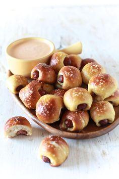 pretzel, dogs, hot, dog, hotdog, pretzel, new york, so good, yummy, food, eat, iron chef america, cuisine,