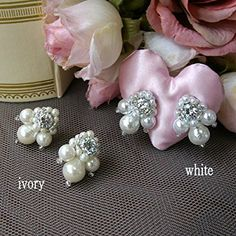 Bride Earrings, Pearl Earrings, Diy And Crafts, Custom Design, Projects To Try, Jewelry Making, Brooch, Wedding Stuff, Pattern