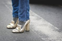 Zapatos realistas opacan a los que desafían la gravedad en New York Fashion Week