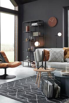 Rust in je huis, rust in je hoofd  Wil je dit jaar orde scheppen in de chaos? Creëer #rust in je woonkamer! Want een opgeruimd huis geeft een #ontspannen gevoel. En dat kunnen we goed gebruiken in ons drukke bestaan. Kies voor een neutrale basis met één of twee #accentkleuren, zoals dé trendkleur van 2019: Spiced Honey.   #spicedhoney #trendkleur #modernewoonkamer #rustinterieurs #rustinjehoofd New Kitchen Inspiration, Interior Inspiration, Outdoor Sofa, Living Room Decor, Living Spaces, Dark Accent Walls, Brown Walls, Decoration, Family Room