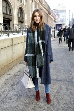 Giorgia Tordini with an oversized plaid scarf, fuzzy blue coat, jeans & burgundy boots Street Chic, Street Style, Wall Street, Street Wear, Winter Outfits, Burgundy Boots, Red Boots, Fashion Gone Rouge, Cooler Look