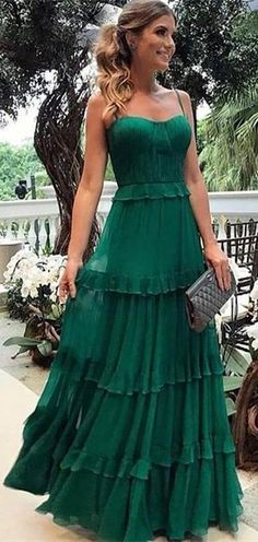 Lovely Emerald Green Chiffon Prom Dresses, Long Prom Dresses, Popular Prom Dresses - Lovely Emerald Green Chiffon Prom Dresses, Long Prom Dresses, Source by die_rote_rita - Grad Dresses, Dress Outfits, Evening Dresses, Bridesmaid Dresses, Maxi Dresses, Chiffon Dresses, Long Dresses, Fashion Dresses, Green Dress Outfit