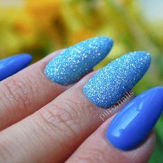 056 piekny niebieski kolor w towarzystwie mieniacej sie niebieskiej syrenki @cosmeticszone.pl duet idealny  #nailart #nailsoftheday #nails #nail #hybrydnails #hybrydymanicure #instant #instanail #nails2inspire #paznokciehybrydowe #piekne #paznokcie #polskadziewczyna #nailartist_manicure #nails #wiosna2017 #niebieskiepaznokcie #niebieski #nailswag #hybryda #awesome #nowypost @paznokciove_inspiracje @10_perfectnails @najseksowniejszepaznokcie @akademia_paznokcia #vanessanailzfeatures #nai...