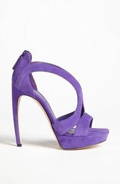 Ein treuer Begleiter! Orientieren Sie sich auch bei den Accessoires an Ihrem Farbpass - eine Tasche, Schuh, Halstuch, Schmuck in Lavendeltönen kann sehr interessant sein und Ihre Farbwirkung unterstreichen! Kerstin Tomancok / Farb-, Typ-, Stil & Imageberatung
