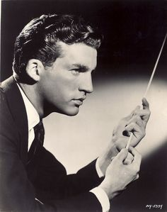 Thomas Schippers 9 March 1930 16 December 1977 was an American conductor He was highly regarded for his work in opera Beethoven symphony n 1 thomas schi Classical Music Composers, Queer Art, Sound Of Music, Conductors, Music Artists, Art History, Famous People, Portrait Photography, Opera