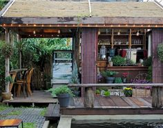 5 Modern Eco-Friendly Prefab Homes You Can Order Right Now – My Life Spot Coffee Shop Design, Cafe Design, House Design, Outdoor Restaurant, Cafe Restaurant, Bali, Hut House, Small Space Interior Design, Tropical Houses