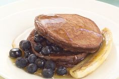 Spicy chocolate brunch hot cakes recipe, NZ Womans Weekly – For something a bit different to your regular pancakes try this spicy chocolate version - Eat Well (formerly Bite) Blueberry, Cake Recipes, Spicy, Pancakes, Brunch, Vegetarian, Favorite Recipes, Meals, Chocolate