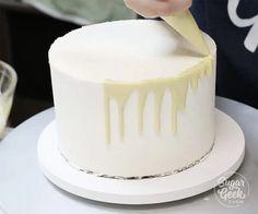 water ganache recipe (easy) + tutorial Sugar Geek Show vegan cake drip - Vegan Cake Chocolate Ganache Drip Cake, Ganache Cake, Ganache Recipe, White Chocolate Ganache, Chocolate Blanco, Cake Icing, Chocolate Cupcakes, Fondant Cupcakes, Cupcake Cakes