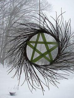 Resultado de imagem para wicca pentagram yule