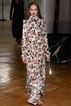 Runway / Valentino / Paris / Herbst 2017 / Kollektionen / Fashion Shows / Vogue Valentino Paris, Valentino Couture, Christian Dior, Couture Fashion, Fashion Beauty, Textiles, Fashion Show Collection, Designer Dresses, Ready To Wear