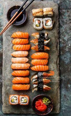 MIXED SUSHI BOARD (nigirizushi to norimaki) [Japan] [Lisovskay] [asia pacific rice dish, sushi] [plating, service, presentation]