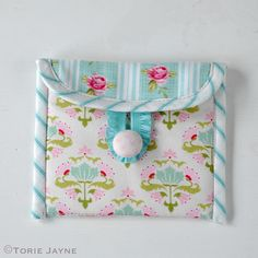 Coin purse tutorial - free pattern download @ Torie Jayne