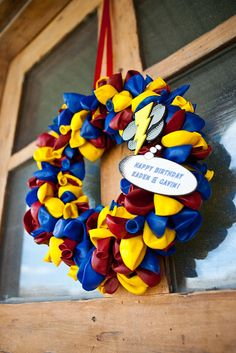 What a cool thing to bring your favorite sports team colors into your house or your school colors.Party Tutorials- Balloon Wreath, Kara's Party Ideas