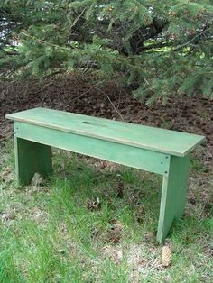 Grass green wood bench for the entryway or foyer at your place or coffee table as well, the foot of your bed perhaps, our simple style looks fab Shabby Cottage, Cottage Homes, Cottage Chic, Shabby Chic, Table Farmhouse, Cottage Farmhouse, Build Your Own Garage, Palette Deco, Antique Bench