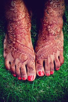 Beautiful feet henna in red