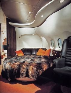 Hugh Hefner´s Jet, retro-futuristic furniture, retro-futuristic interior, Hugh Hefner,luxury aircraft,luxury lifestyle,luxury life,airplane by FuturisticNews.com