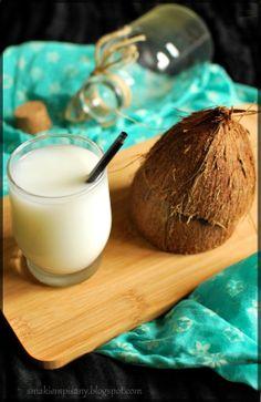 Domowe mleczko kokosowe  by Smakiempisany Glass Of Milk, Drinks, Food, Drinking, Beverages, Essen, Drink, Meals, Yemek