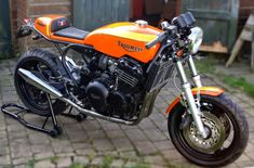 RocketGarage Cafe Racer: CRK 900 kit for Triumph