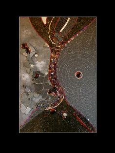 Abstract mosaic...love this!! Les larmes d'Isis Mosaïque Marie-Laure BOURBON
