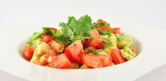 Wat voor spannends kan ik vertellen over de salade van tomaten en avocado? Niet heel veel. Hij is wel erg lekker en makkelijk te bereiden!