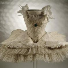 This white net tutu sewn with sequins and trimmed with goose feathers was worn by Pavlova in her most famous role. First performed in The Swan was 'a landmark in ballet history'. Ballet dress made by Madame Manya. Anna Pavlova, Tutu Costumes, Ballet Costumes, Léon Bakst, Russian Ballet, London Museums, Beautiful Costumes, Ballet Beautiful, Swan Lake