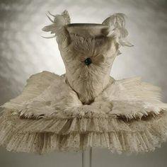 swan lake- Anna pavlovas costume