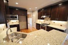 15 Small Kitchen Granite Countertop Design You Need to Try River White Granite, White Granite Kitchen, Dark Kitchen Cabinets, Island Kitchen, Cost Of Granite Countertops, Kitchen Countertops, Granito Dallas, Küchen Design, Design Ideas