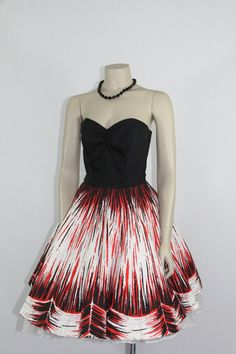 Strapless Dress - Black Bustier with Full Skirt Atomic Red Black and White Novelty Print - VLV Old Dresses, Cute Dresses, Beautiful Dresses, Formal Dresses, Vintage Party Dresses, Vintage Outfits, 1950s Fashion, Vintage Fashion, Vintage Style