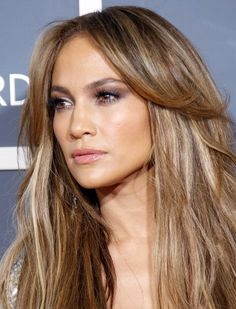 "färben: Strähnen de luxe Jennifer Lopez does ""Bronde"" with a bit more brown than blonde.Jennifer Lopez does ""Bronde"" with a bit more brown than blonde. Hair Color 2016, Hair Color And Cut, Ombre Hair Color, Hair Colour, Jennifer Lopez Hair Color, Jennifer Lopez Makeup, Hair Highlights, Hair Looks, Hair Trends"