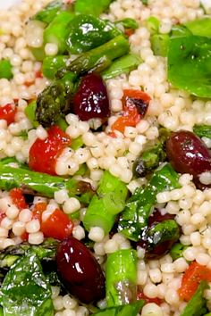 and Asparagus Salad How to make a Couscous Salad with Asparagus, spinach and olives.How to make a Couscous Salad with Asparagus, spinach and olives. Pearl Couscous Salad, Mediterranean Couscous Salad, Couscous Salad Recipes, Best Salad Recipes, Mediterranean Diet Recipes, Vegetarian Recipes, Cooking Recipes, Healthy Recipes, Food Salad
